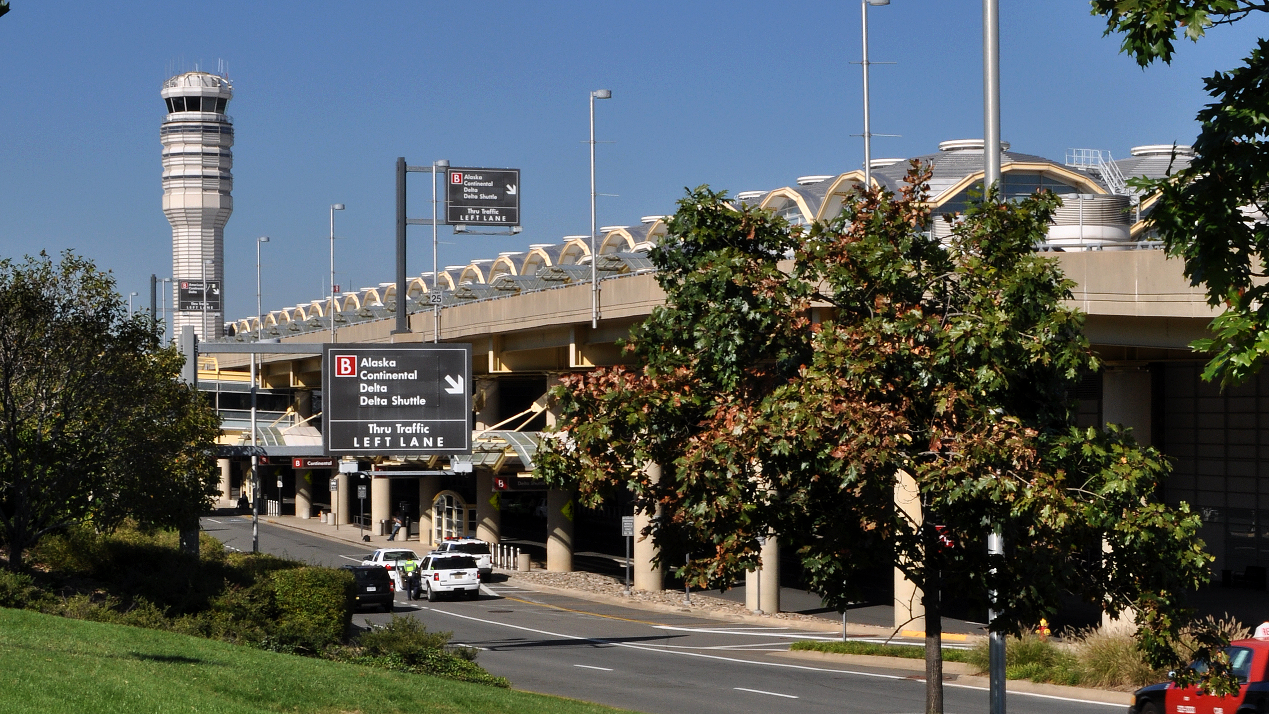 North Terminal – Reagan Washington National Airport image 9